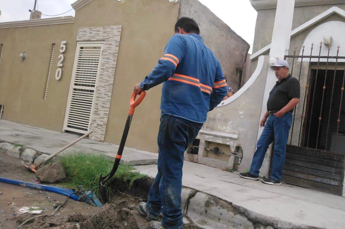 Repara el SIMAS fuga de agua en Ampliación Deportivo